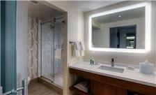 Hilton Norfolk The Main - Standard Bathroom