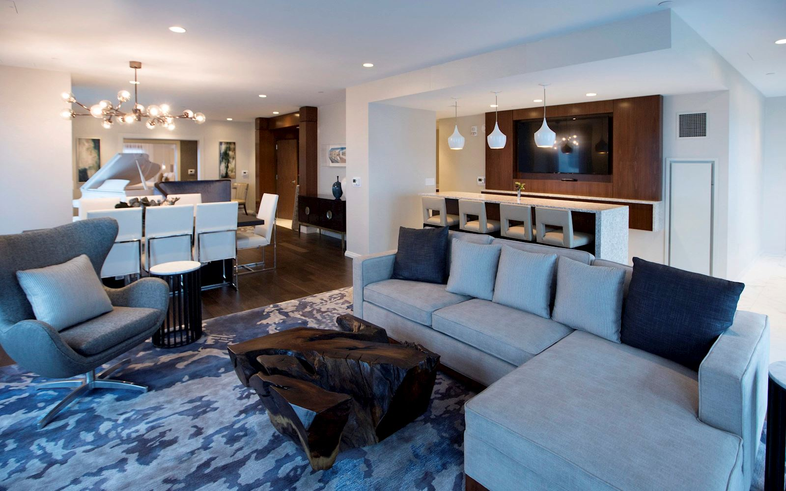 Upgrade to our spacious norfolk presidential suite the main for The family room main street