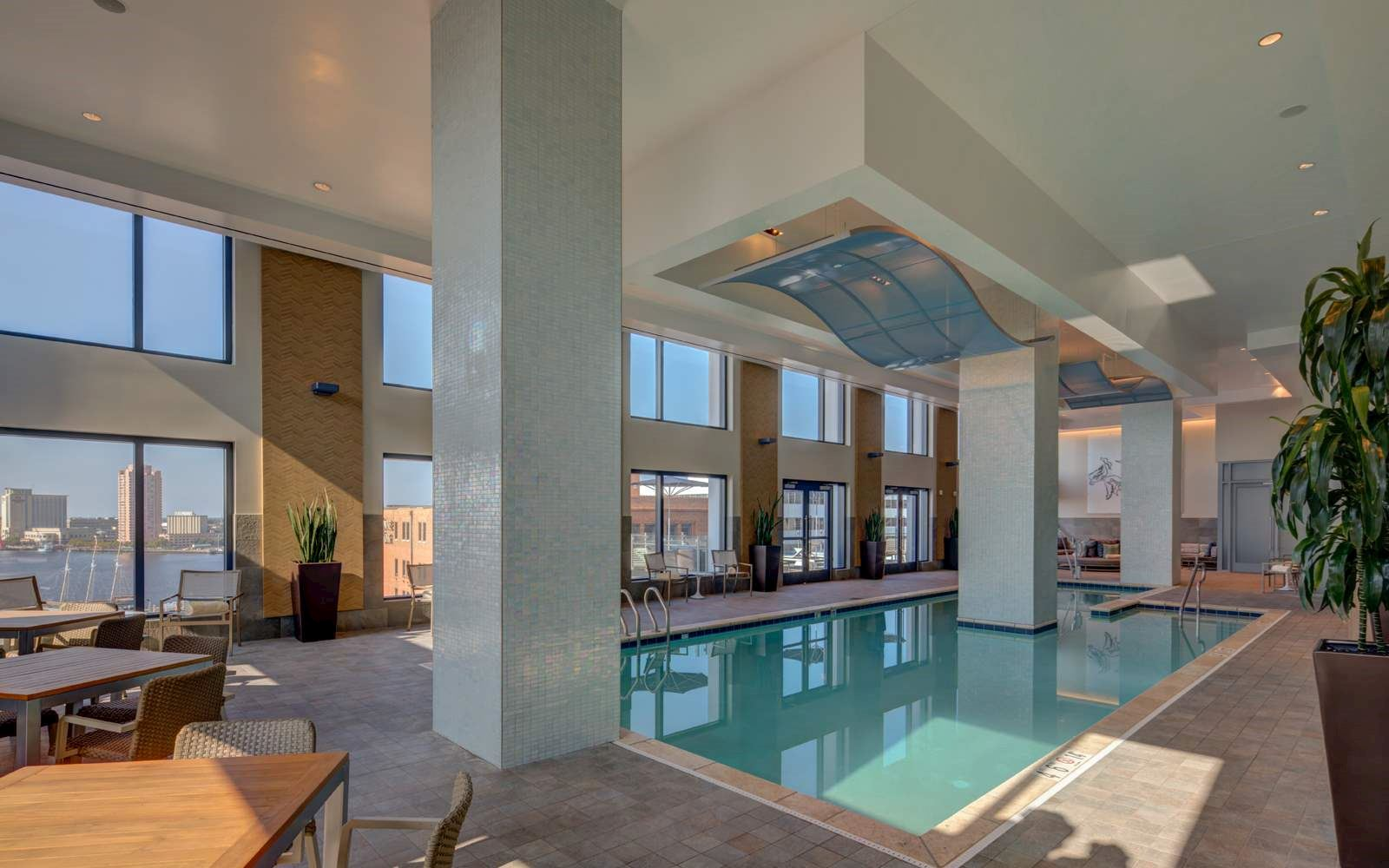 Luxury downtown norfolk hotel hilton norfolk at the main - Hotels with swimming pools in norfolk ...